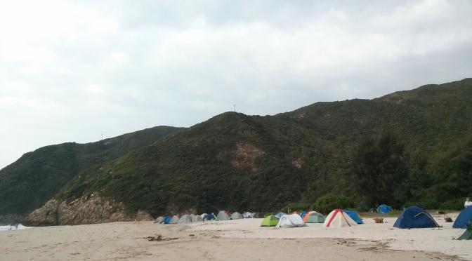 Kemping di pantai Ham Tim, Teluk Tai Long Wang, Hongkong